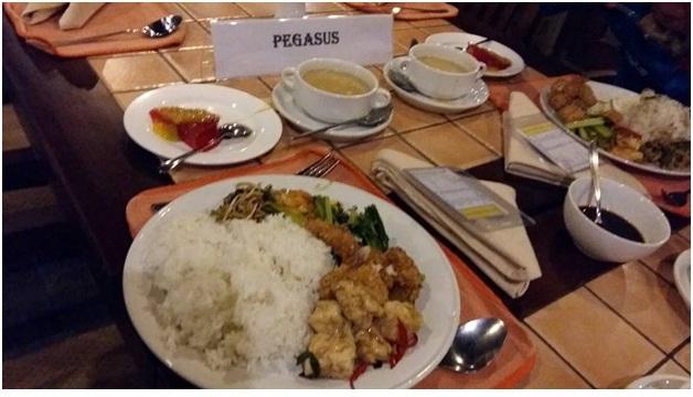 Penyajian Makanan Atlet PCCT Selama Tour De Ijen 2015