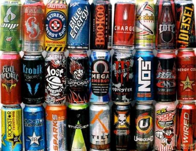 Minuman berenergi sangat mudah ditemui dipasaran (sumber: www.elephantjournal.com)