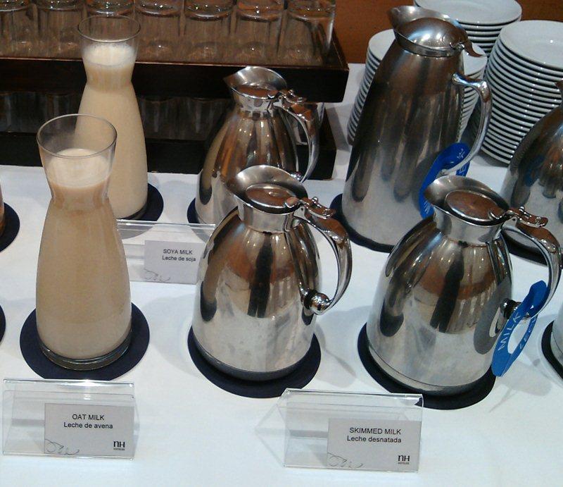 Susu merupakan contoh minuman berprotein yang baik