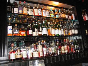 Alkohol termasuk zat yang dilarang di beberapa kompetisi (sumber: google.com)